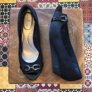Bandolino Size 9 Black Wedges